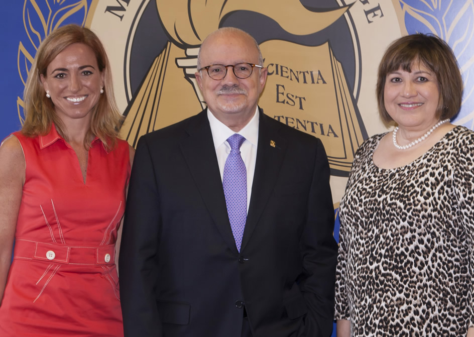 MDC Professor-in-Residence and former Spanish Minister of Defense Carme Chacón Piqueras, President Padrón and Carmen Lomellin, U.S. Ambassador to the OAS
