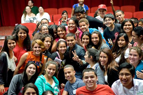 Actor Wilmer Valderrama and students