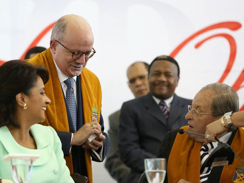 President Padrón with Dominican Republic first lady Cándida Montilla de Medina and José Andrés Sánchez Aybar, rector of the Universidad del Caribe, who presented Padrón with an honorary doctorate